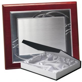 Kit placa de madera color roble caoba, aluminio y estuche lujo, serie P180B-50820 (Frontal)